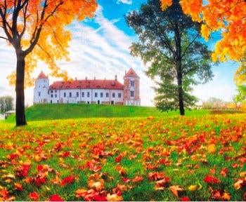 画像:9-10月 ミール城(ベラルーシ) 世界の名城巡り 2020年カレンダー