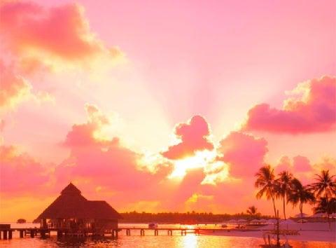 画像:7月 ピンクに染まる空と南の島 SORA - 空 -  2020年カレンダー