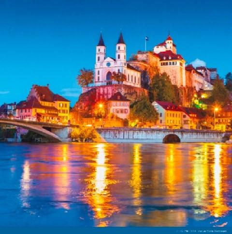 画像:11-12月 アーバーグ城(スイス) 絶景 世界の城(フィルムカレンダー) 2020年カレンダー