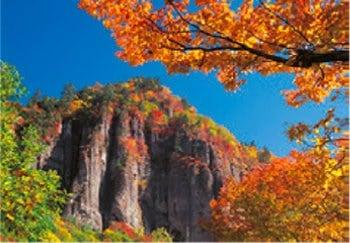 画像:9月 紅葉の磐司岩(宮城) 天地自然・森田敏隆写真集 2020年カレンダー