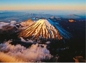 画像:12月 トンガリロ国立公園 ナウルホエ山 スカイジャーニー 2020年カレンダー