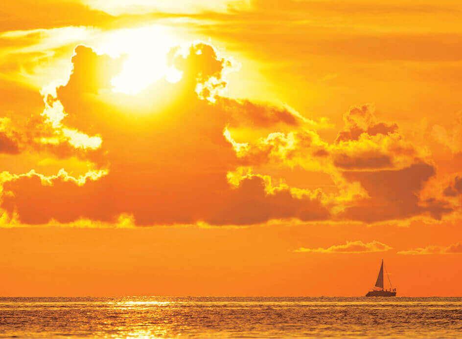 10月 夕焼けに染まる空と海 SORA -空- 2022年カレンダーの画像